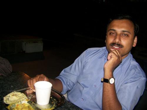 Snack (bangalore_100_1955.jpg) wird geladen. Eindrucksvolle Fotos von der indischen Halbinsel erwarten Sie.